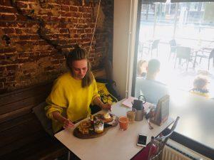 Kirsten ontbijt bij Wadapartja Groningen