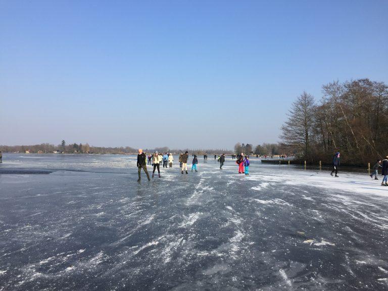 Scheuveln. De favoriete winteractiviteit in Groningen.