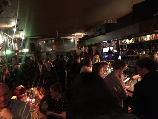 7dc2203c92b speciaalbier Cafe de Koffer Groningen Aan de bar in speciaalbiercafe  Groningen: De Koffer