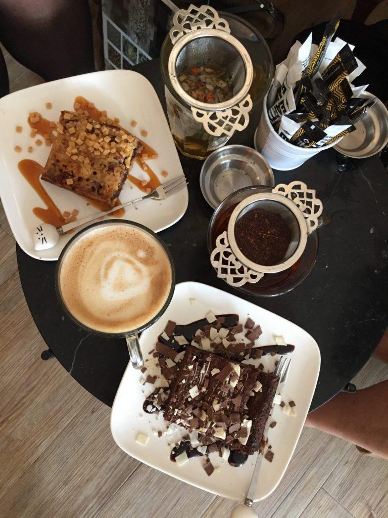 Koffie, kopjes en katten(s)taartjes