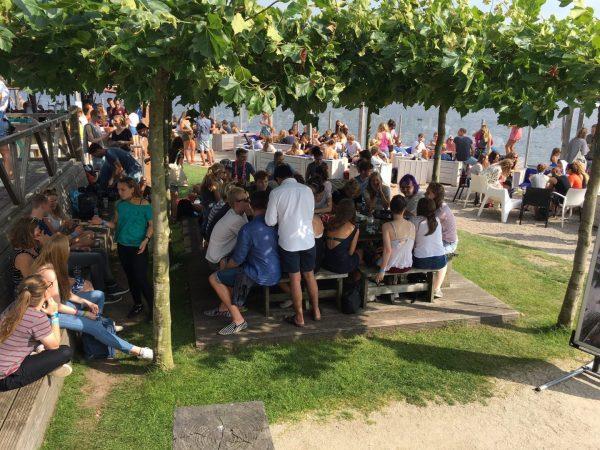Terras aan het water Groningen: Kaap Hoorn beachclub