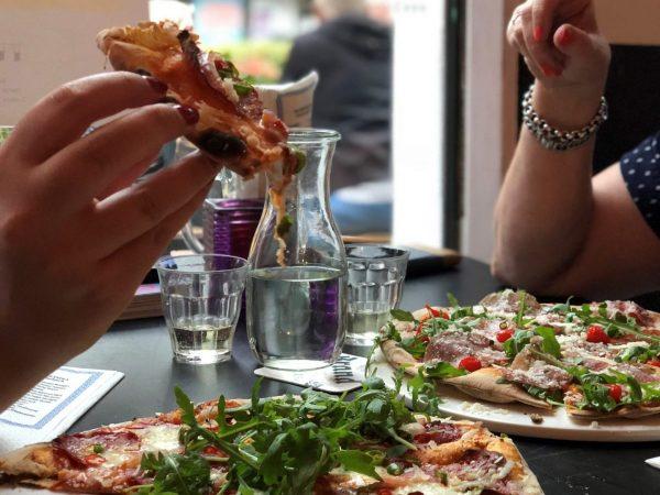 Pizza eten bij Buurman en buurman groningen