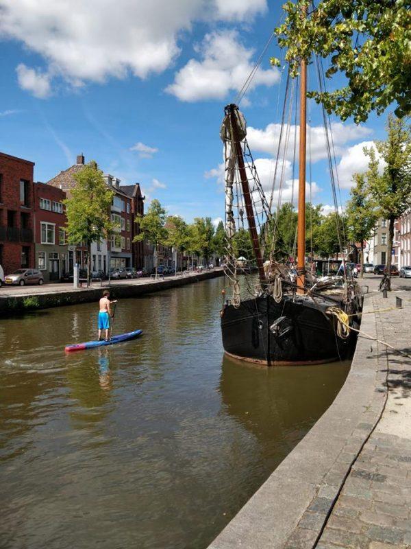 Picknicken aan het water- grachten Groningen