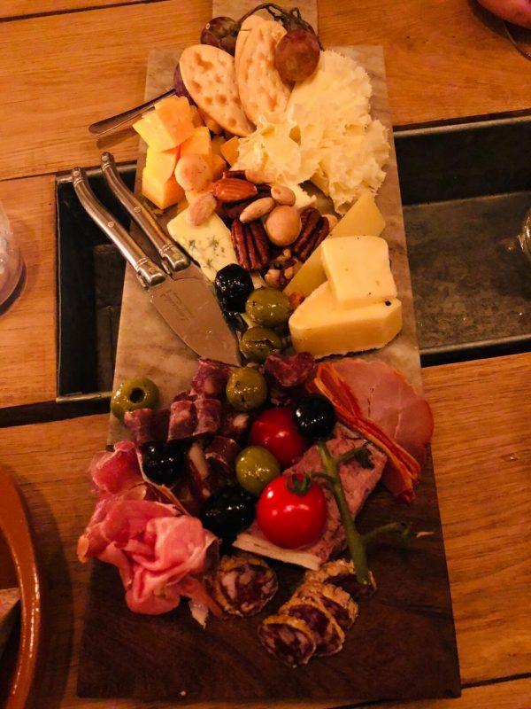 Wijnbar Groningen: de borrelplank bij Barrel