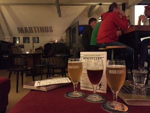 Speciaal bier drinken in de huiskamer van Brouwerij Martinus Groningen