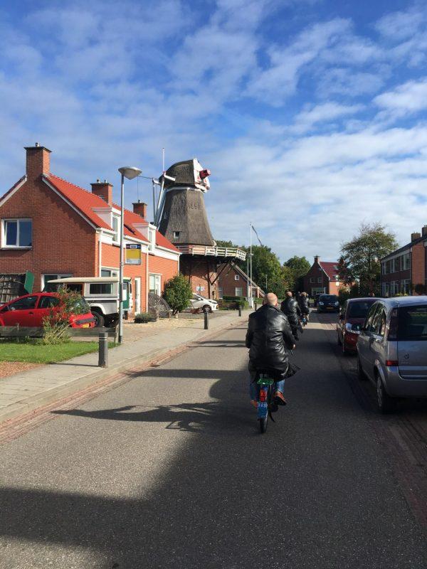 Solex rijden Groningen - tour naar de molen