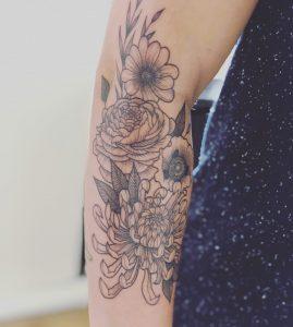 Tattoeage Bloemen door Fabiona van Monsieur Bonne Femme