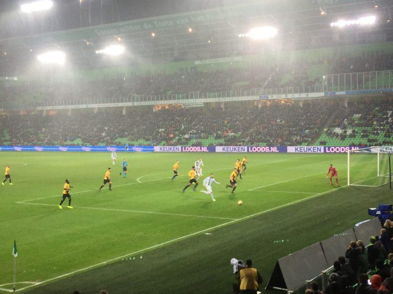 Springen en juichen voor FC Groningen: 'De positieve vibes zinderen door het stadion'