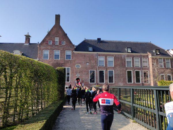 KLM Urban Trail Groningen- hardlopen tijdens hardloopwedstrijd door Prinsentuin Groningen 2019