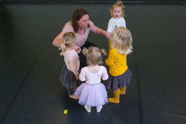 Leuke kinderactiviteiten Groningen: peuterdans bij Bij Spruit
