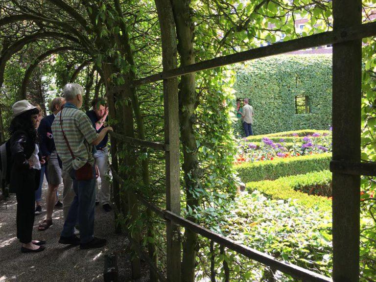 Dichters in de Prinsentuin: luisteren naar woordkunstenaars