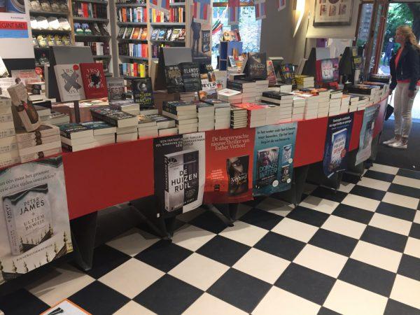 Boekhandel Van der Velde Akerkhof binnen thriller boeken