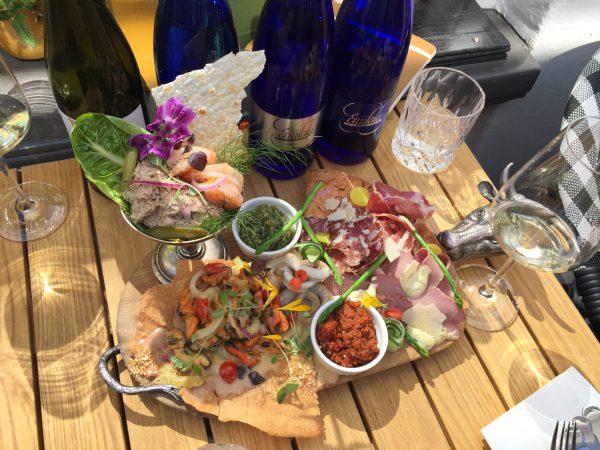 high wine Groningen: wijnproeverij en spijs bij wijnbar Bellami's