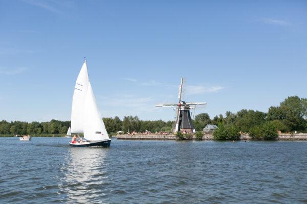 aterswoldsemeer Groningen: de leukste vaarroutes en bootje huren Groningen tips - foto door Stefan Vogelzang