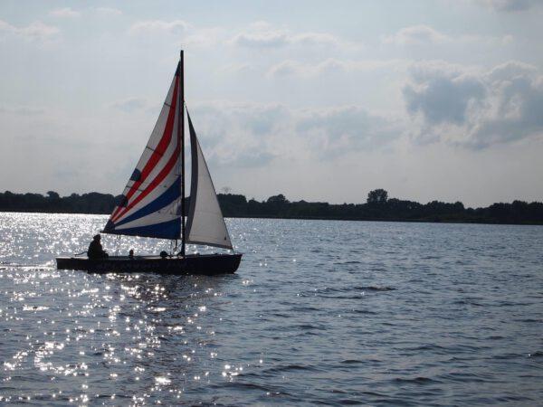 boot varen op Zuidlaardermeer Groningen: de leukste vaarroutes en bootje huren Groningen tips